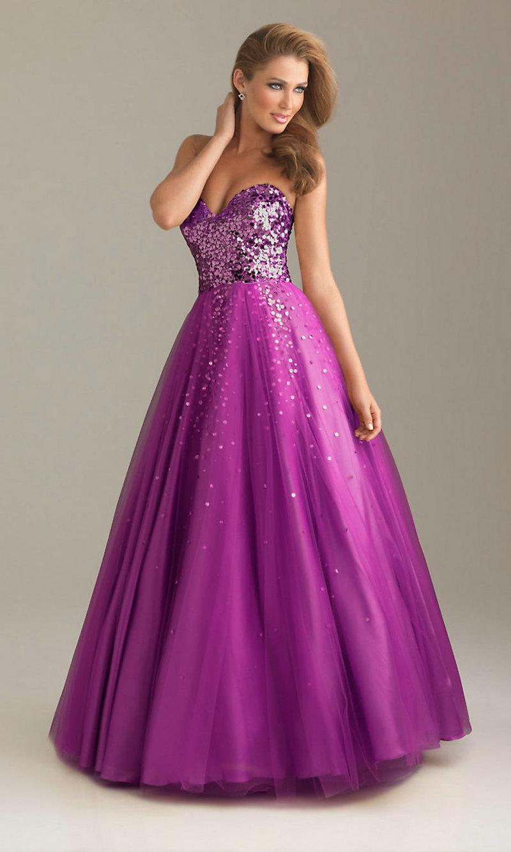 Фиолетовое платье расшитое пайетками