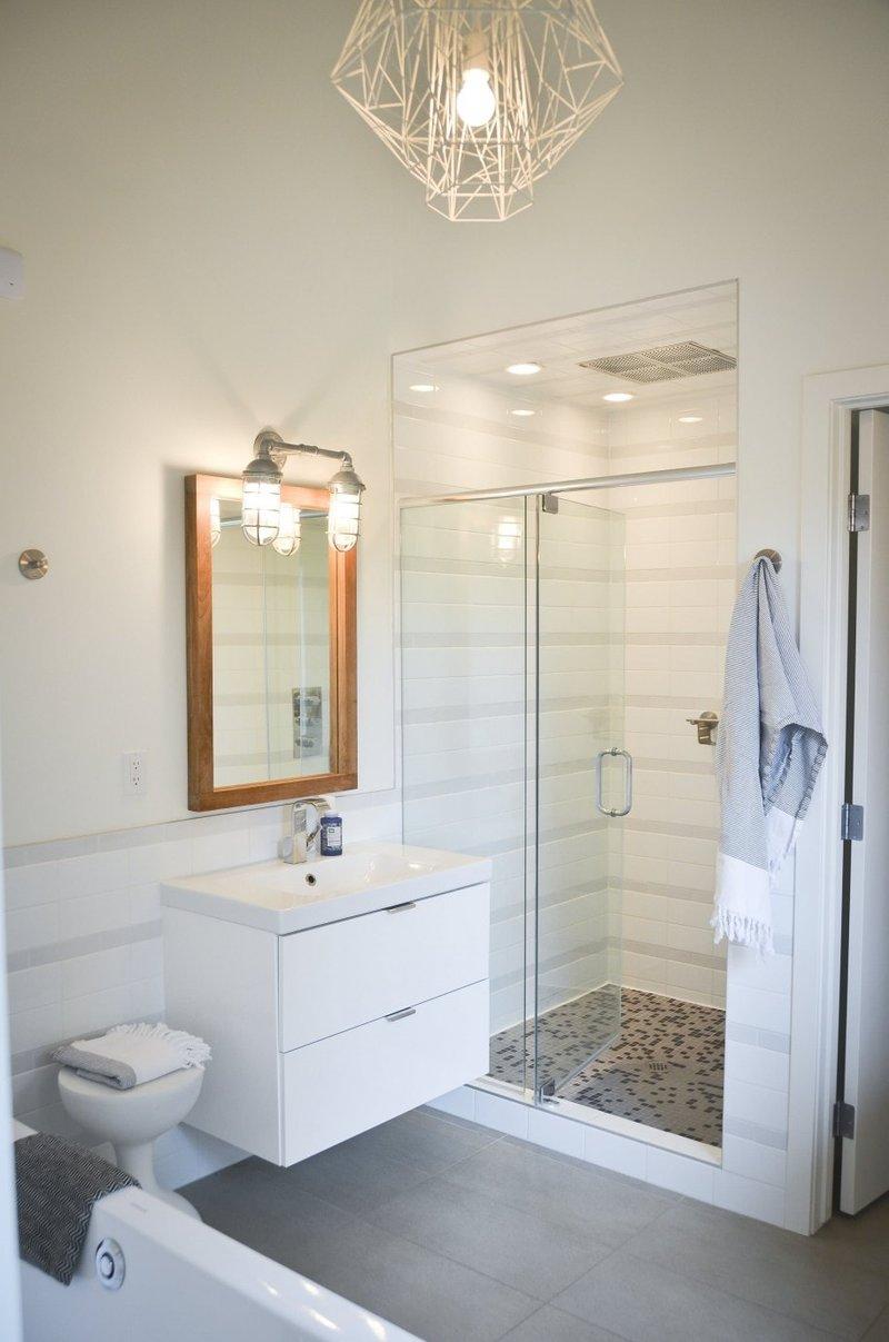 Современные варианты освещение в ванной комнате: светильники, бра и люстры на фото. Какое лучше