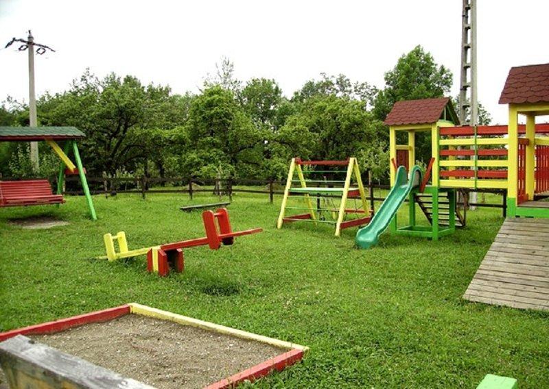Обустроим детскую площадку своими руками фото