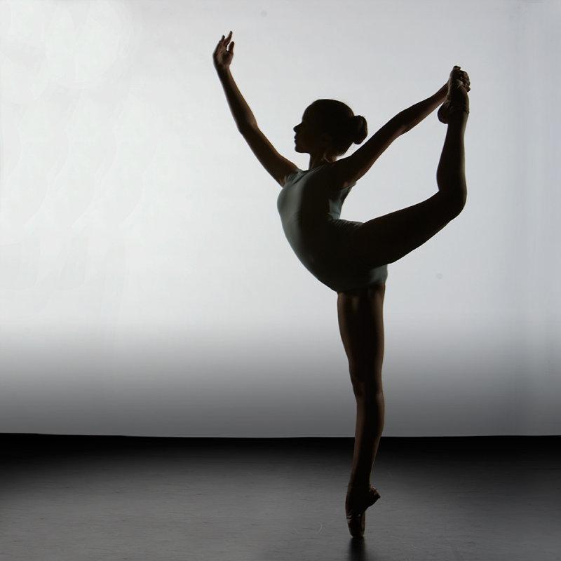 балерины и гимнастки бросал руки