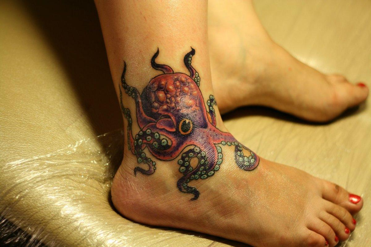 сети картинки татуировок на стопе возле разорившегося