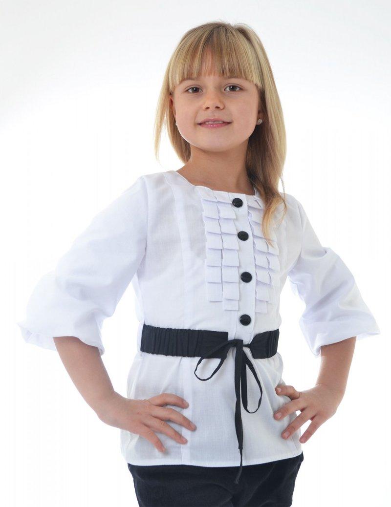 Белая оригинальная блузка.