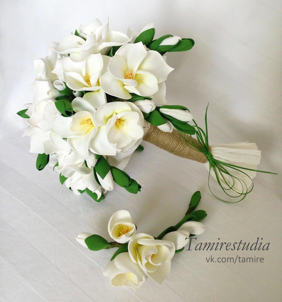 Свадебный каскадный букет из фома с фрезией