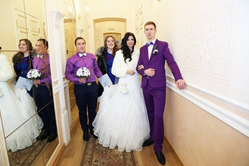 Фиолетовый костюм свадебный