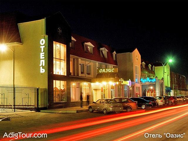 Гостиница Оазис ночью
