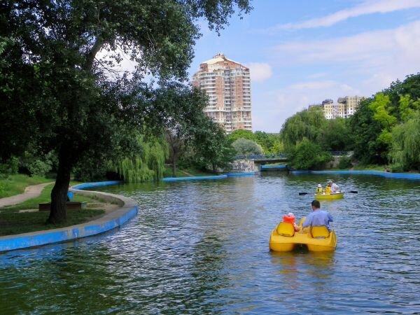 Пруд в парке Победы.