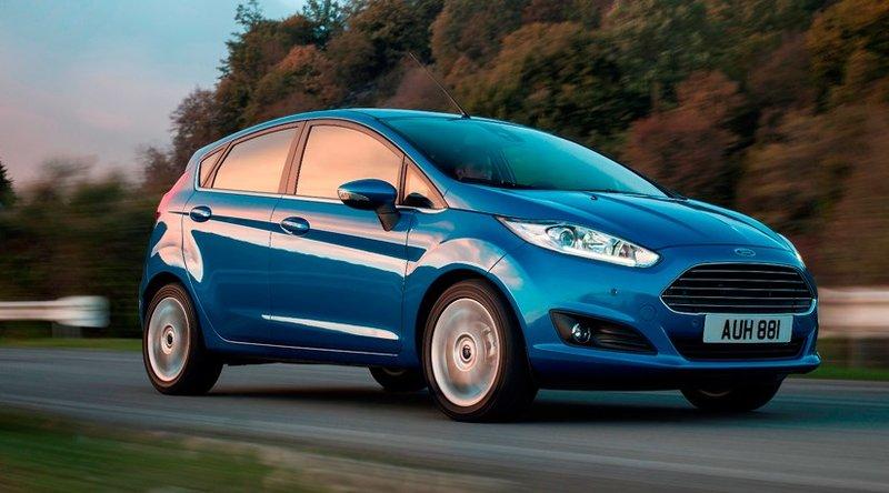 Ford Fiesta малометражный автомобиль  в синем цвете