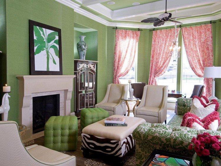 Принты на мягкой мебели в гостиной