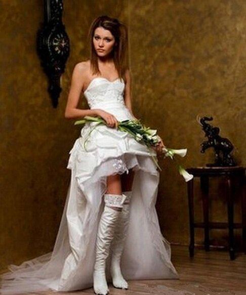 свадебное платье с сапогами. насколько стильным будет такой образ?)