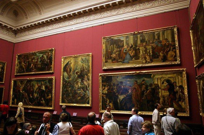 Картинная галерея Дрездена занимает три этажа в корпусе, выходящем на площадь с Земпероперой.