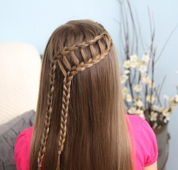 Две косички набок на распущенные  волосы