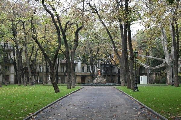 Аллея в сквере Пале-Рояль.