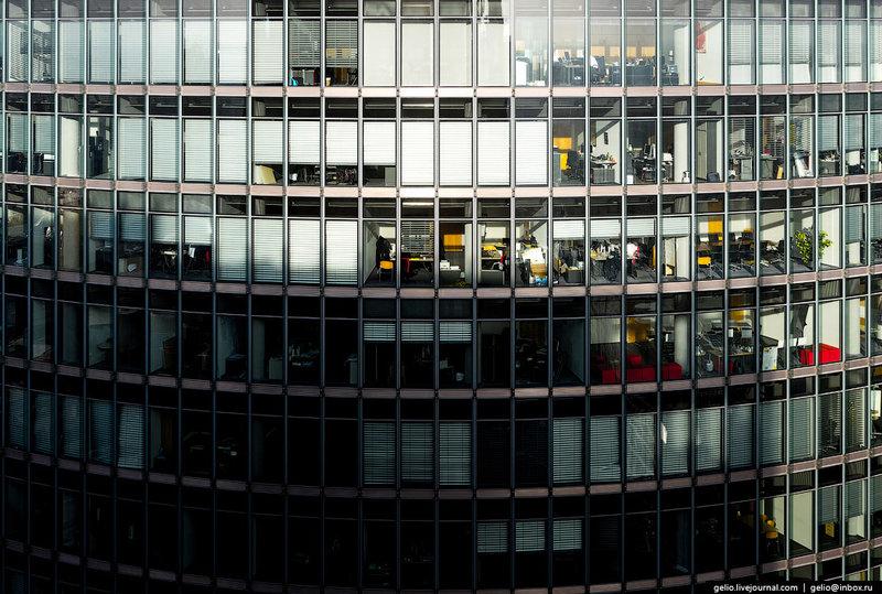 BahnTower — высотное здание на Потсдамской площади, штаб-квартира железнодорожного холдинга Deutsche Bahn. Здание с восточной стороны примыкает к комплексу Sony Center. Высота «стеклянной» 26-этажки — 103 метра.