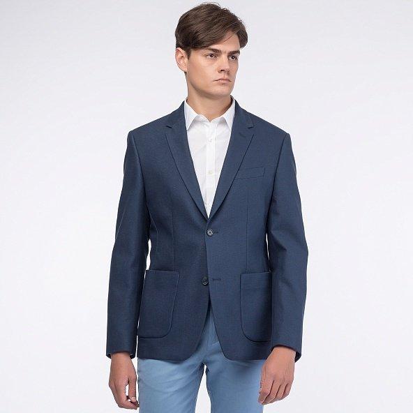 Глубокий синий пиджак отличный дуэт сыграет с джинсами.