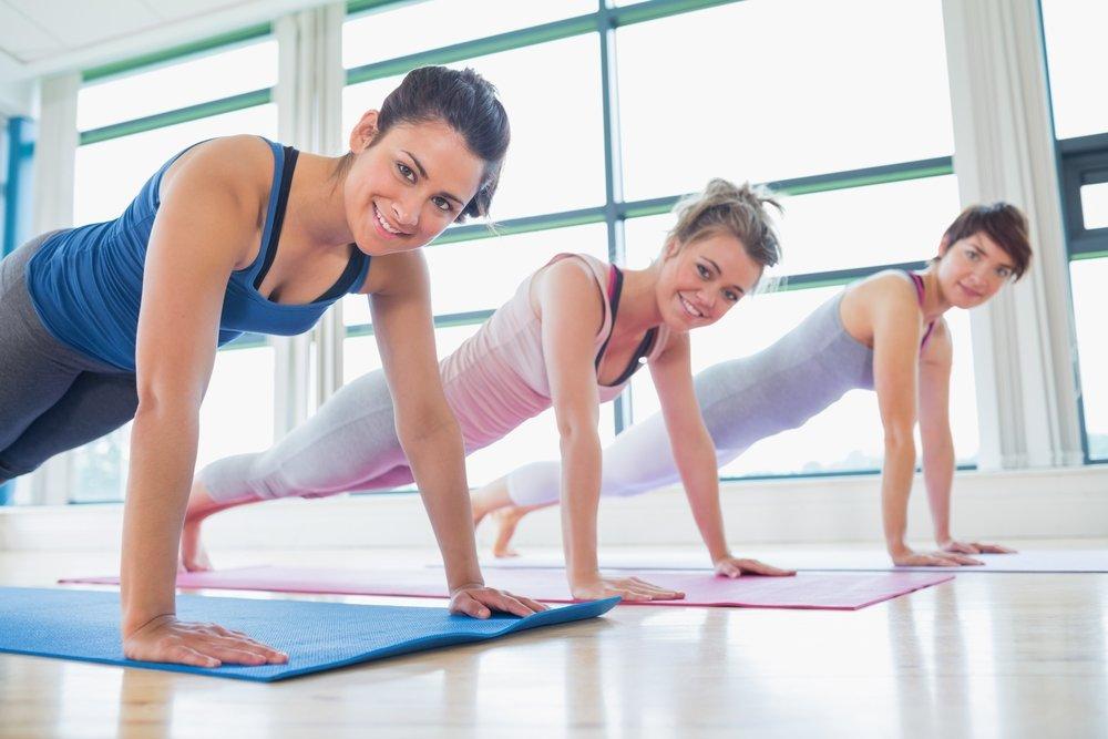 Поскольку отжимания задействуют большое количество мышц одновременно, ваше дыхание учащается, а сердце начинает работать быстрее, перекачивая кровь к работающим мышцам. Это способствует увеличению уровня метаболизма в организме и позволяет сжигать больше калорий.
