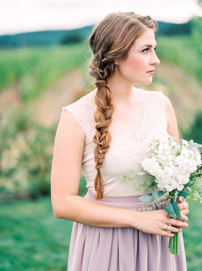 В будущем сезоне останется мода, конечно же, на косы, на длинные или короткие волосы с использованием искусственных прядей.