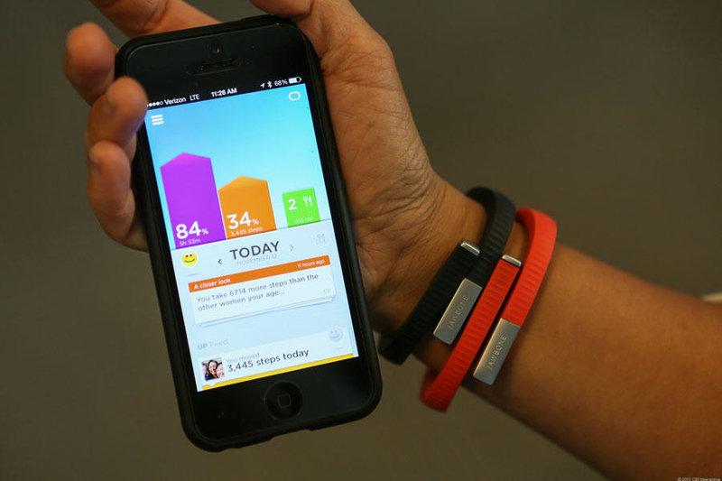 Jawbone Up24 собирает данные не только о том, сколько полезных движений вы совершаете ежедневно, но и помогает проанализировать и улучшить качество вашего сна (и дать вам грамотно вздремнуть в течение дня, если уж усталость совсем вас подкосила).