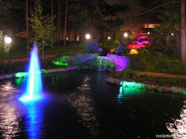 Свет может сыграть главную роль в дизайне сада, так, с помощью света можно создать иллюзию пространства на ограниченной по площади территории и наоборот. Если