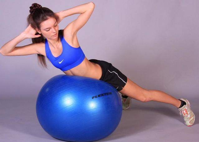 Гимнастика на фитболе приобретает все большую популярность среди людей, заботящихся о своей фигуре и здоровье.  Фитбол не предполагает тяжелой физической нагрузки, поэтому гимнастика на фитболе подходит практически всем — это...