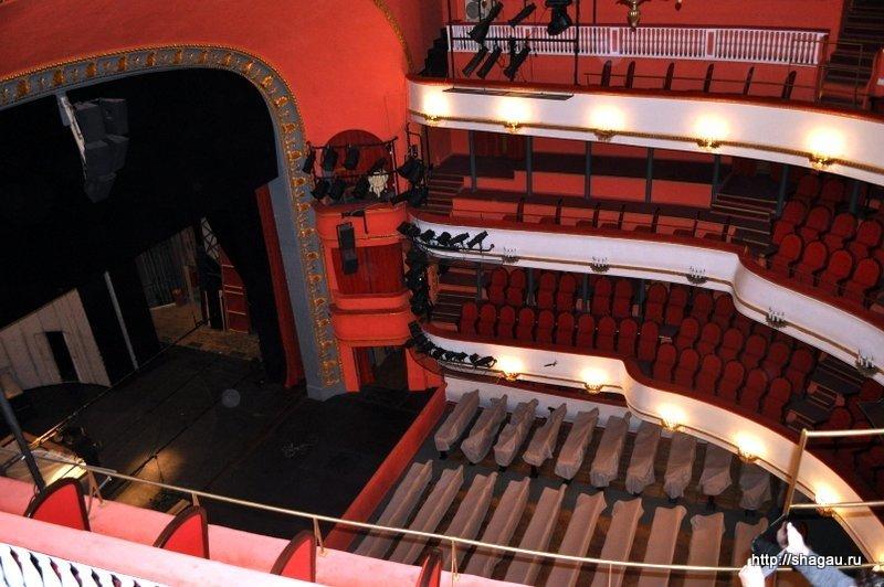 больше книг зал в театре маяковского фото классической теории зависимость