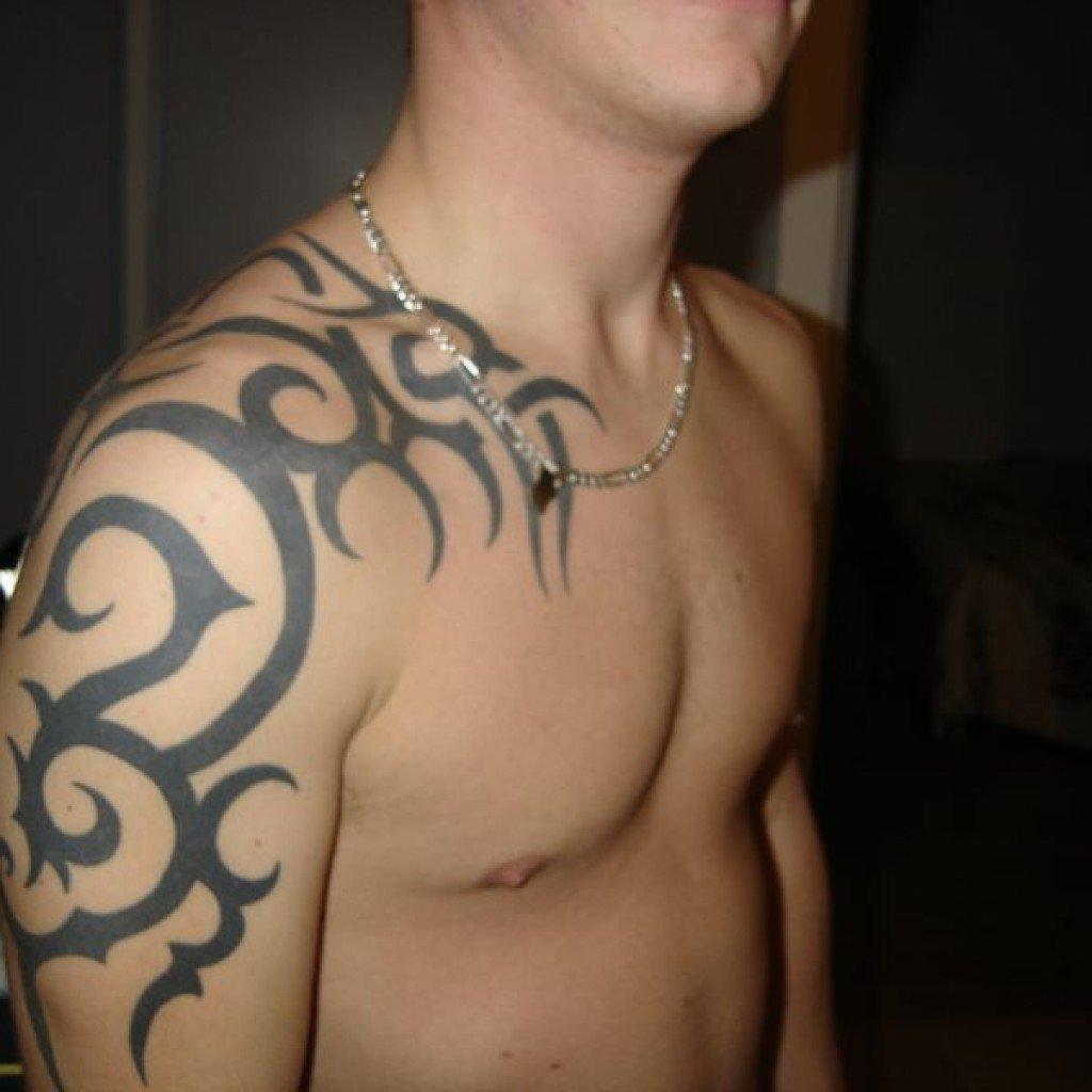 нашли странные тату узоры на плече мужские фото чем можно