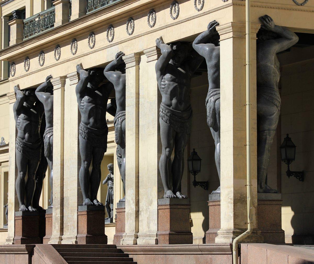фото памятников атлантов в спб оформляється безкоштовно, скріплюється