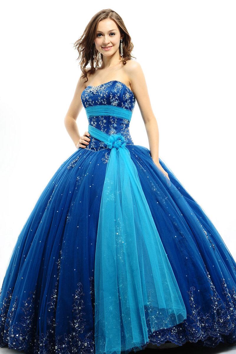 Яркое синее платье со стразами