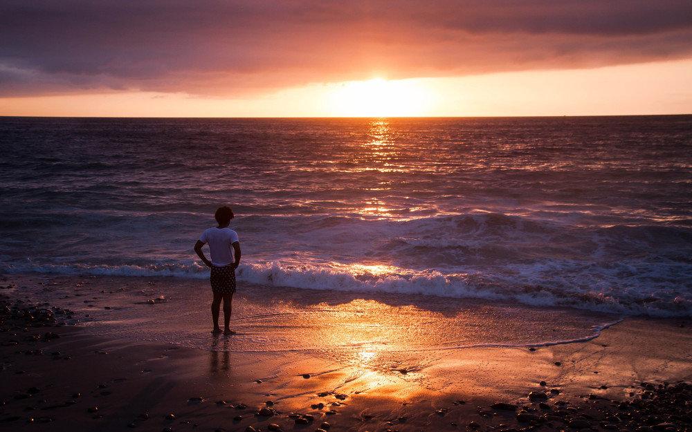 турманы обладают картинка двух людей на берегу моря товарищ очень