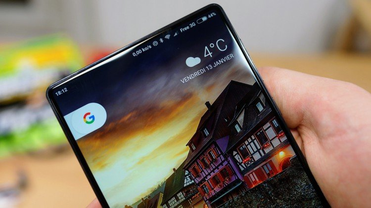 """""""Безрамочный"""" смартфон Xiaomi Mi MIX 2"""