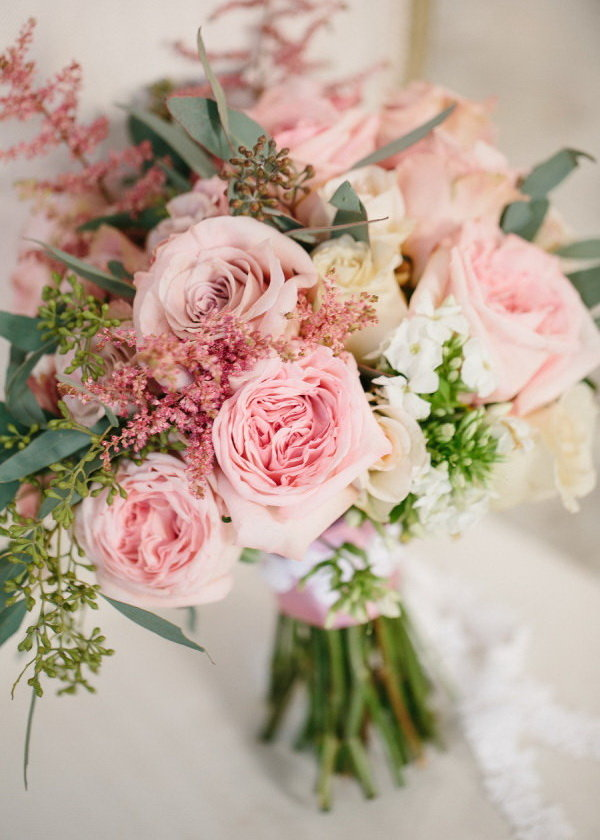 Букеты невесты с пионовидными розами получаются невероятно стильными и оригинальными.