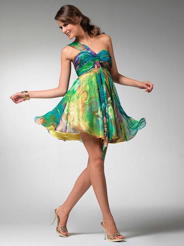 fe36786768c Широкая спина и полная талия олицетворяют фигуру типа E. Пышные юбки ...