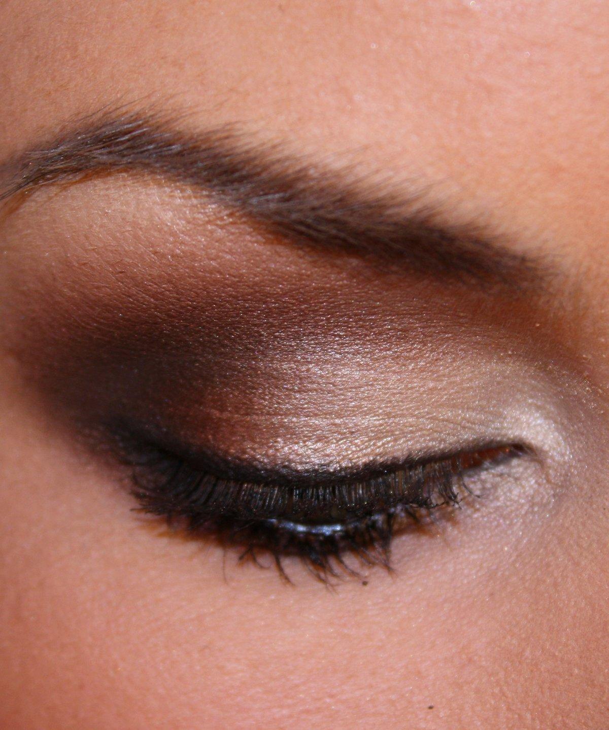 стоит макияж в картинках коричневые тени это