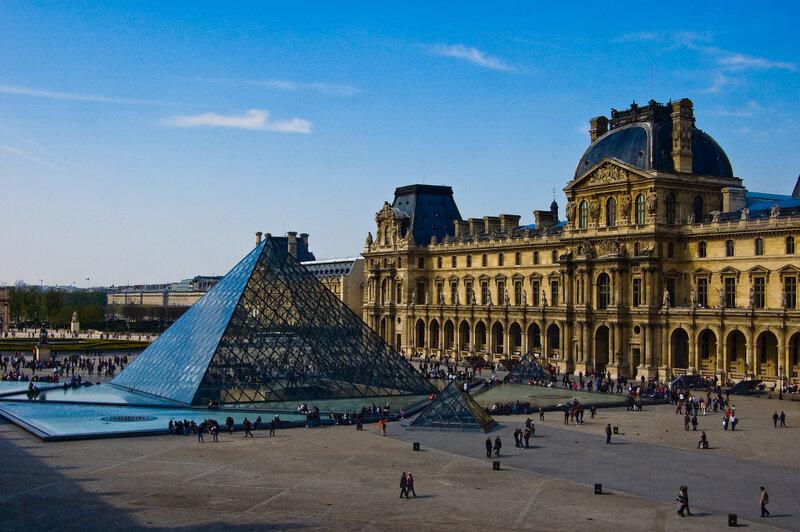 Лувр (Париж, Франция).