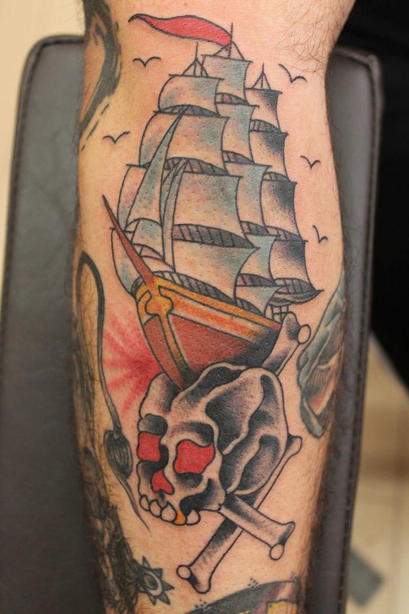 Цветная татуировка корабля