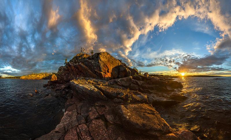Карелия. Ладожское озеро. Середина августа, 2016. Скалистый остров