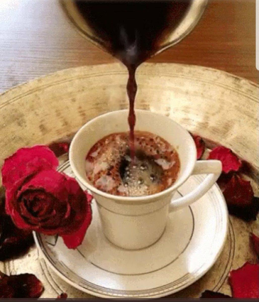 украшение гифки с чашечкой кофе цветком и зимой молодые