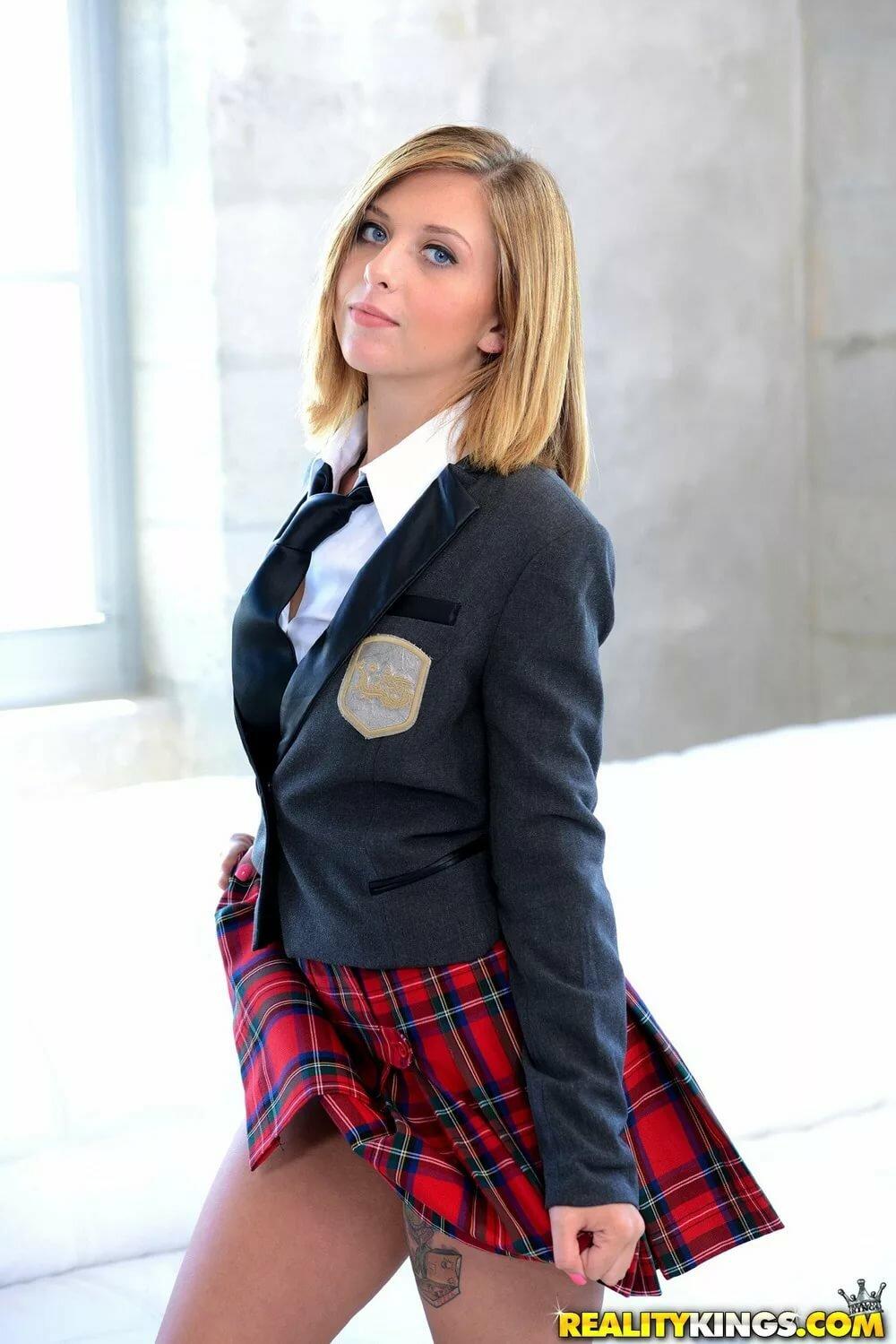 Hot Schoolgirl Earns An A The Easy Way!