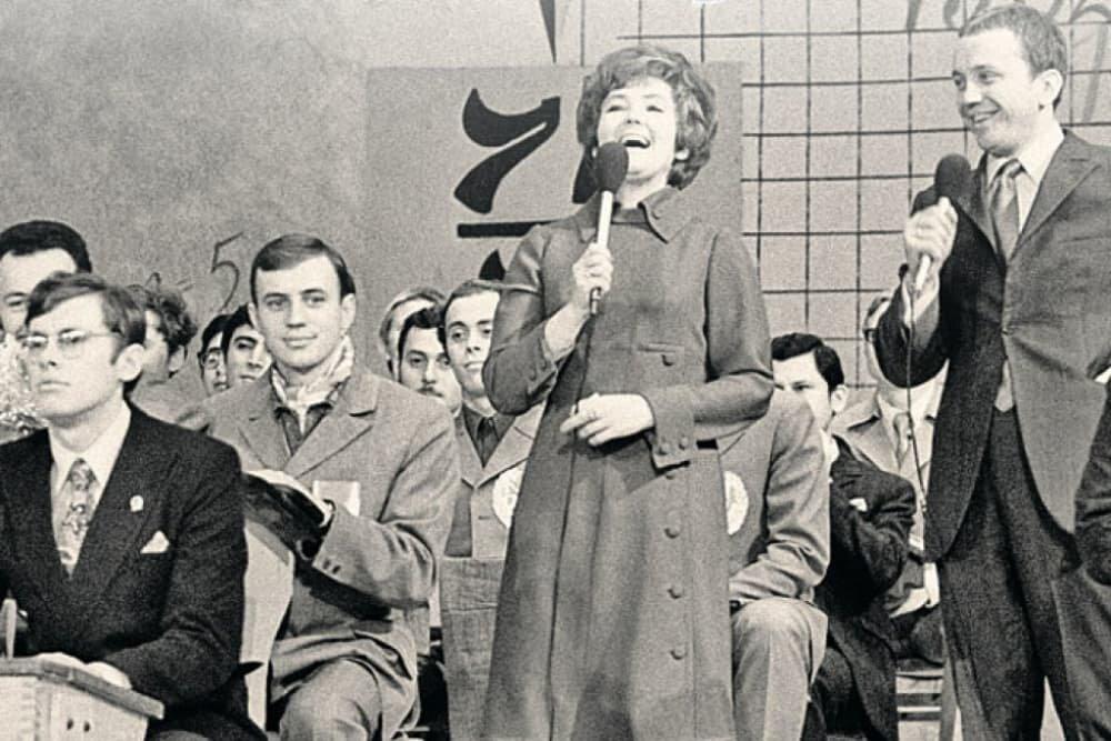 8 ноября 1961 года вышел в эфир первый выпуск программы КВН («Клуб Веселых и Находчивых»)