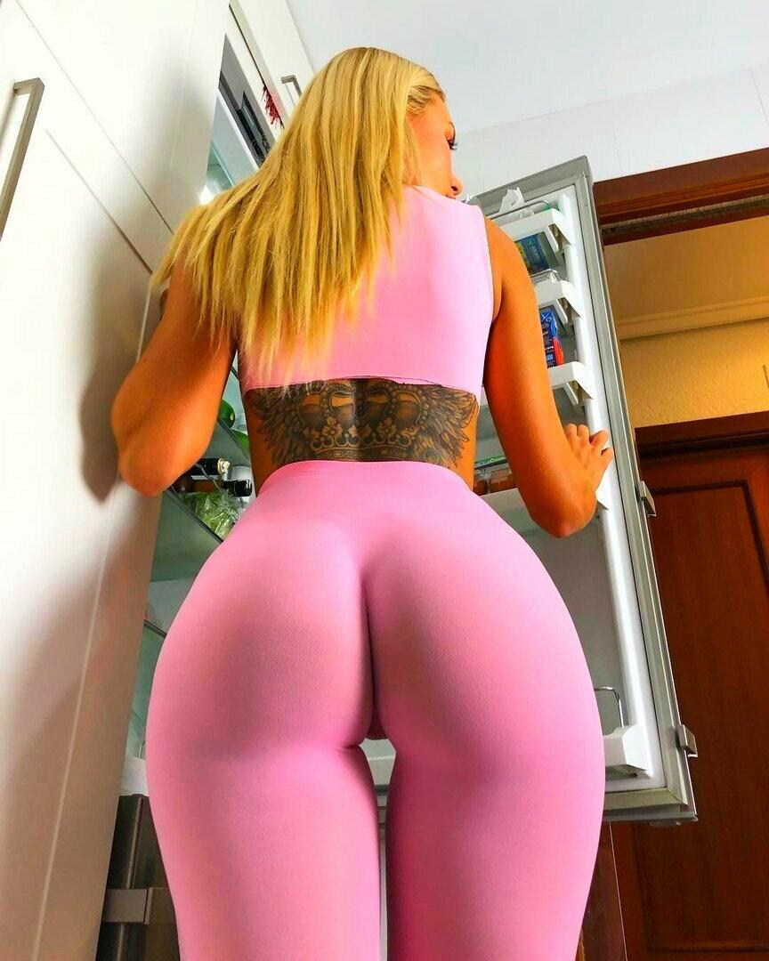 Hottest yoga pants photos