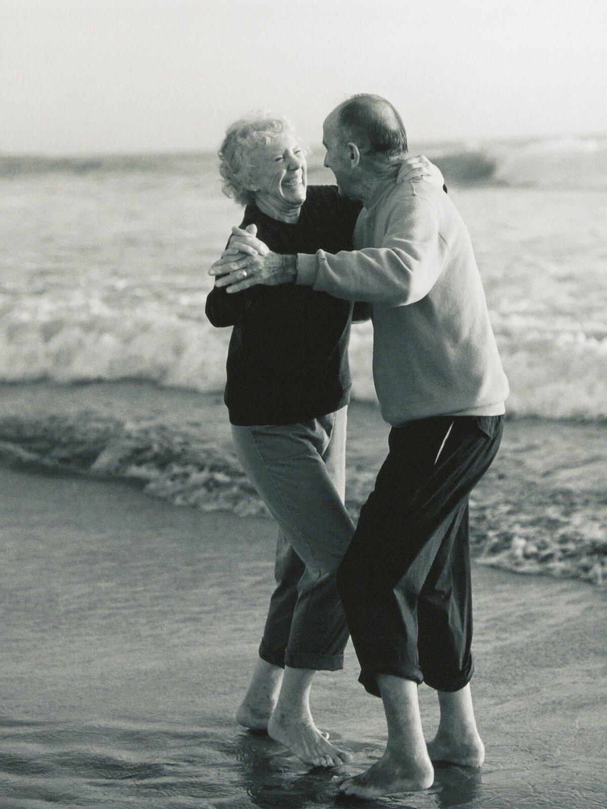 год картинки любящая пара в старости этот