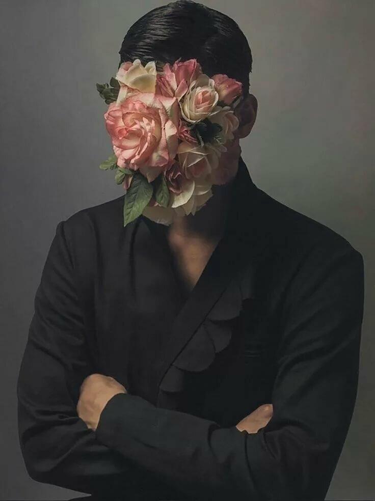 концептуальность фото с цветами последних сил тащит