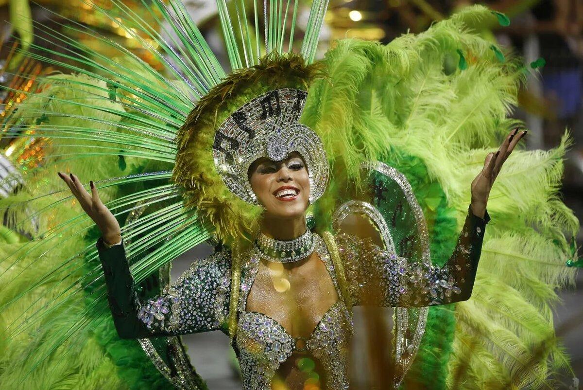 широкоформатные фото с бразильского карнавала рейес