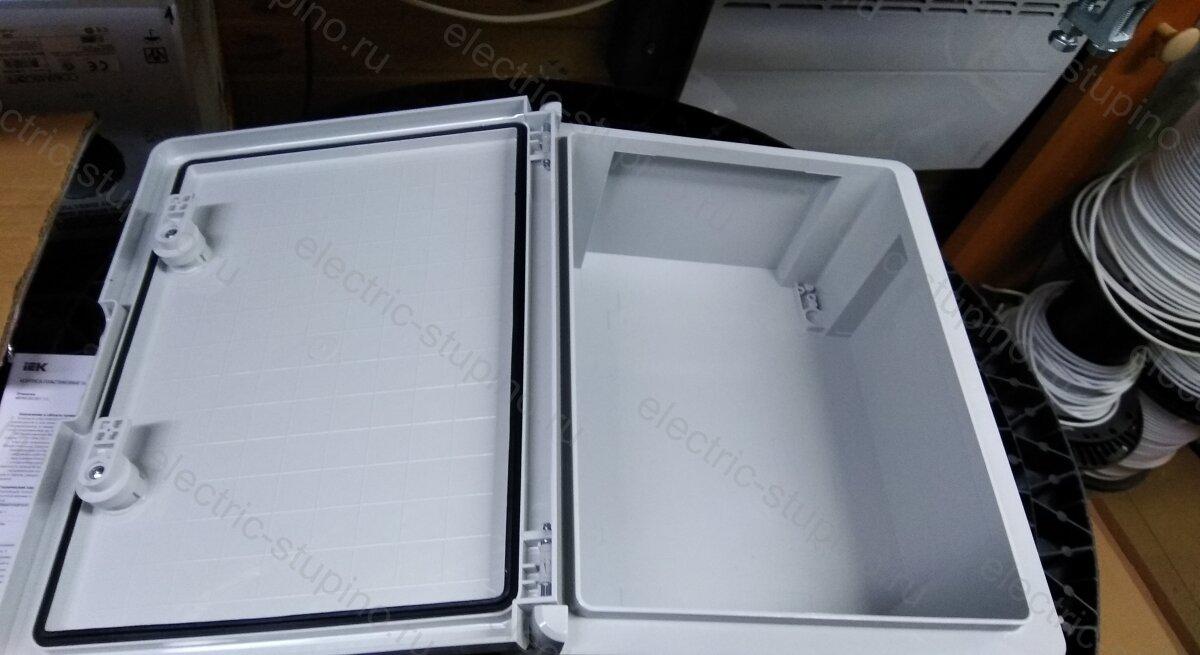 Электрощит из пластмассы IEK IP 65 с монтажной панелью