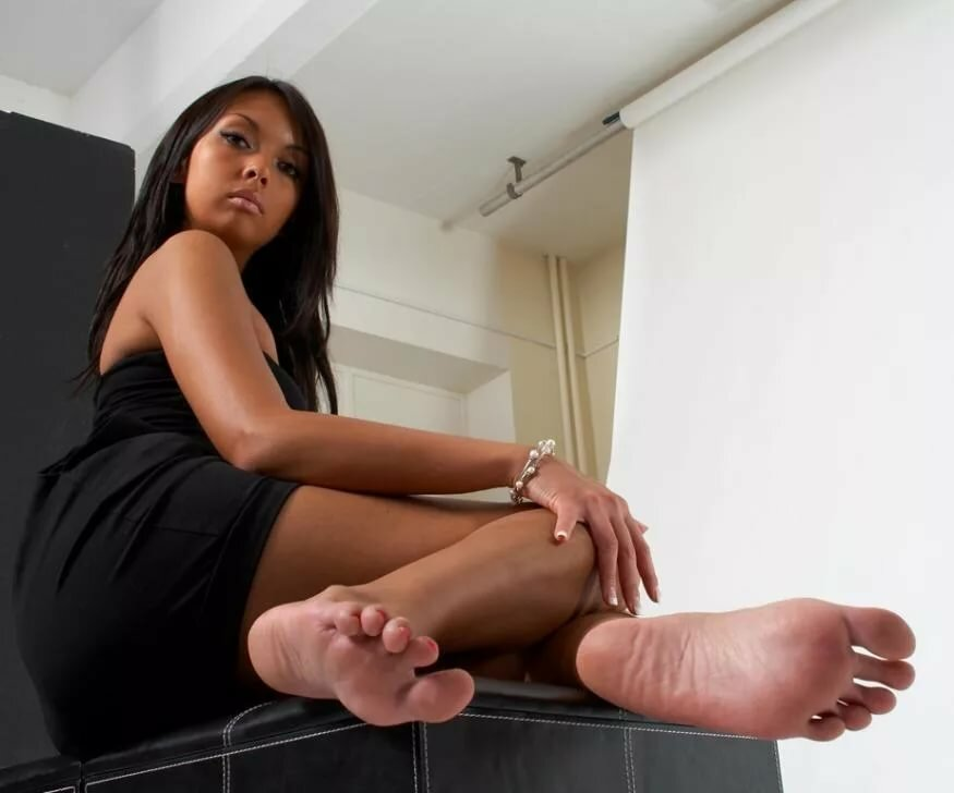 puscau-soft-beautiful-black-feet-asian