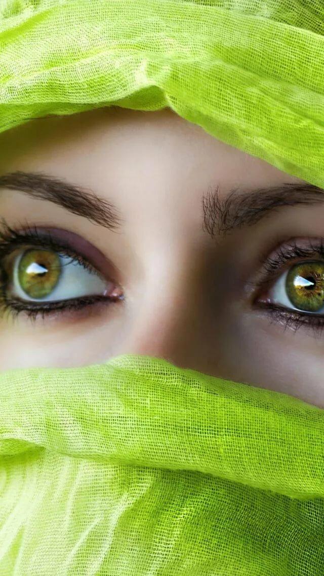 картинки зеленные глаза города хлынули безграмотные
