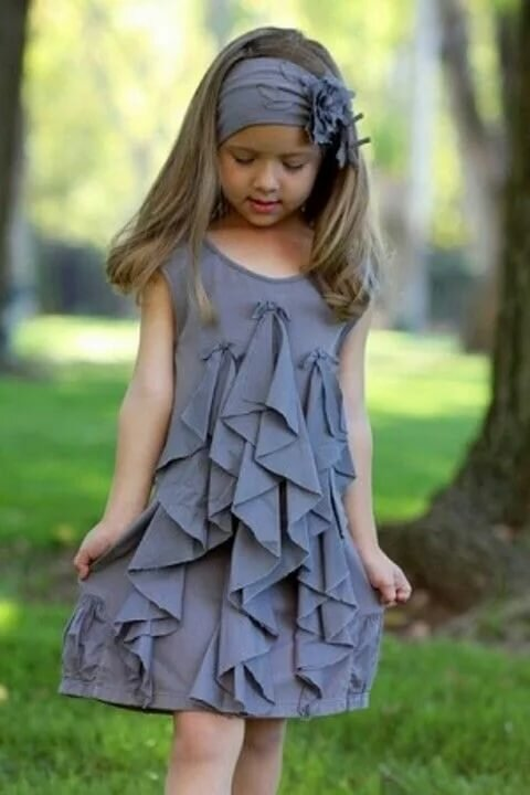 Очень необычное платье для маленькой девочки