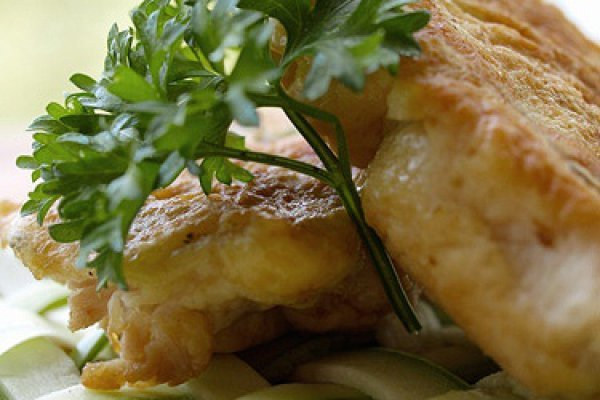 Пошаговый рецепт приготовления филе рыбы в кляре на сковороде.