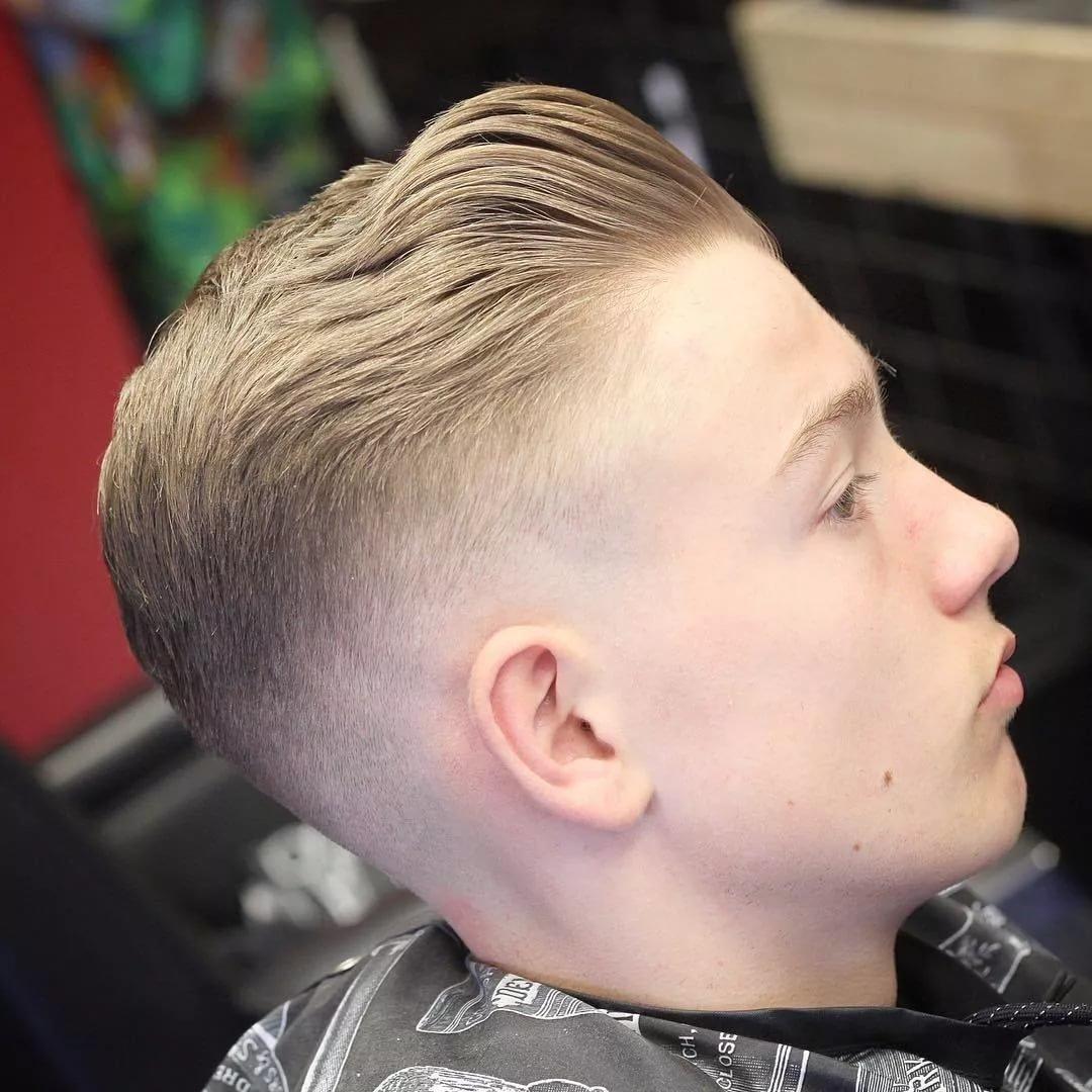 Причёски для мальчиков на бок