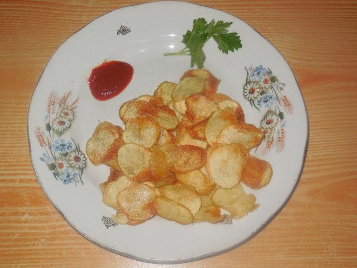 Мои домочадцы, ну просто, обожают чипсы. Но, к сожалению, магазинные чипсы делают не из натурального картофеля. Чтобы иногда баловать своих домашних может не совсем полезным, но очень вкусным лакомством, я попробовала приготовить чипсы, из свежей молодой картошки. Получилось очень вкусно. Такое блюдо не потребуют от Вас больших финансовых и временных затрат. Как очень быстро и …