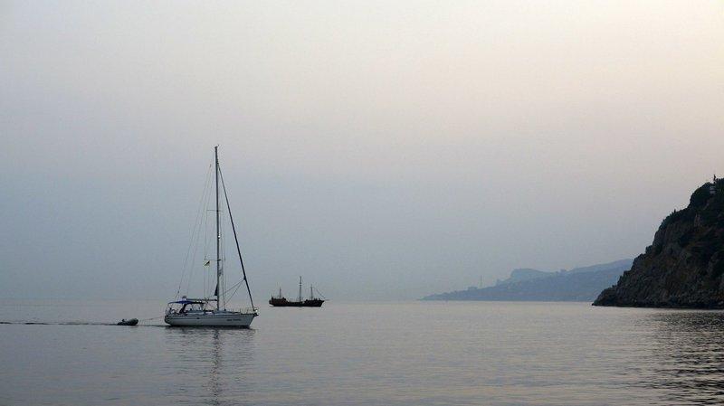море,горы, лодка